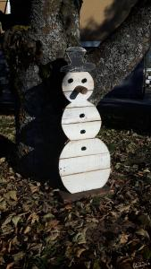 Schneemann aus Altholz als Aufsteller