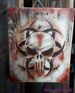 Totenkopf mit Tribel-Wanddeko
