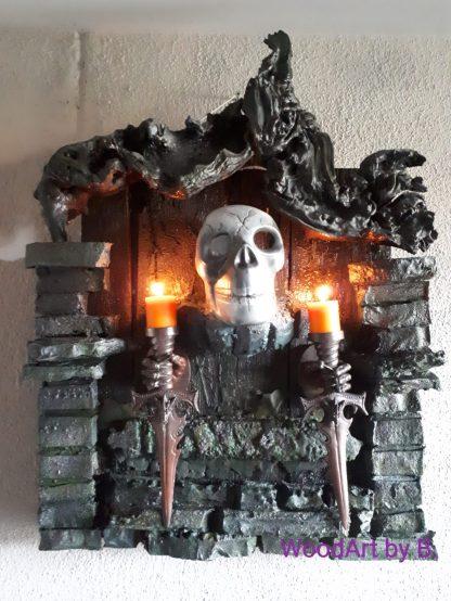 Kurios und Gruselig. Ein Kerzenhalter, mal anders, als Wanddeko. >>>Der Duft aus der Gruft