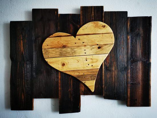 Herz auf Altholz in XL.