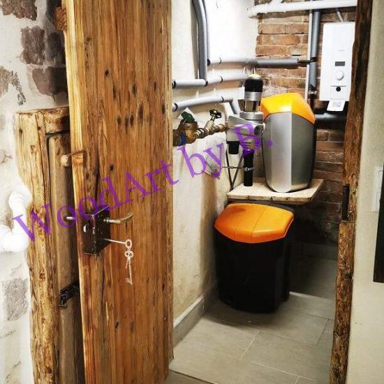 Kellertüre im Altbau. Waschküche und Heizraum.