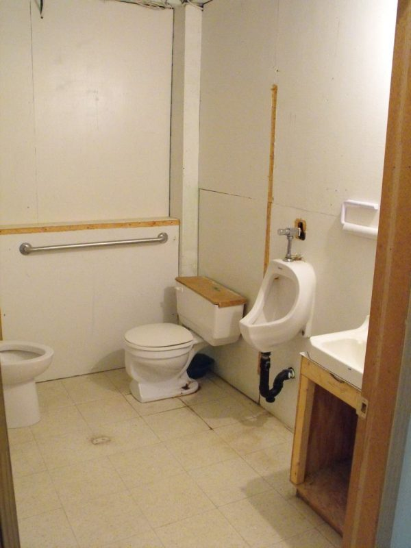 Mens washroom