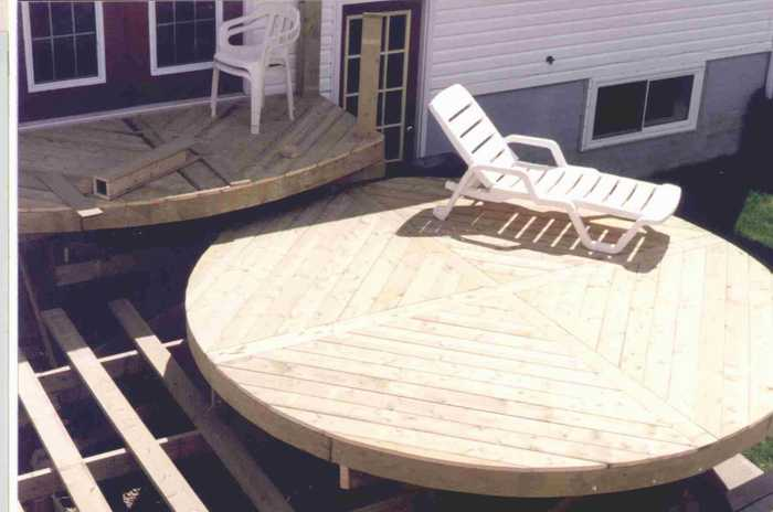 Constructing a round deck.