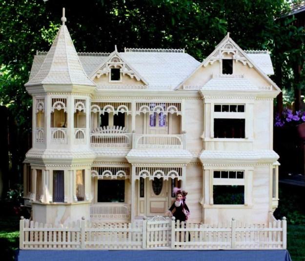 Victorian Dollhouse woodworking plan
