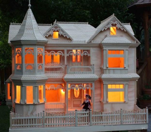 lite Victorian Dollhouse woodworking plan
