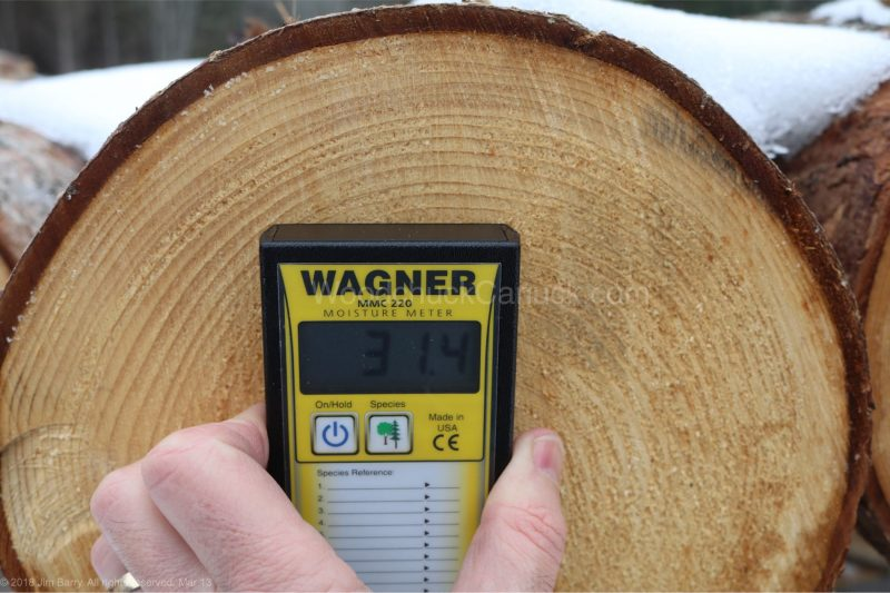 spruce log end grain,moisture meters,measuring moisture content,woodworking,carpentry,tools,metre