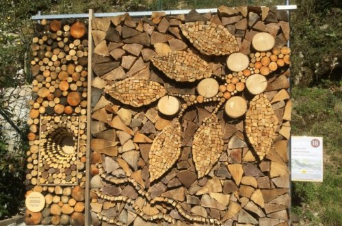 Creatively stacked firewood. Legna Fantasia.