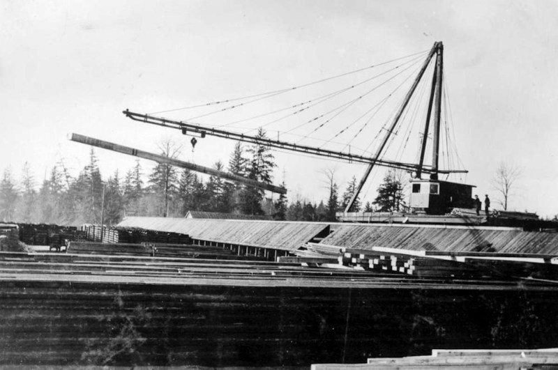1920s A Traveling crane.