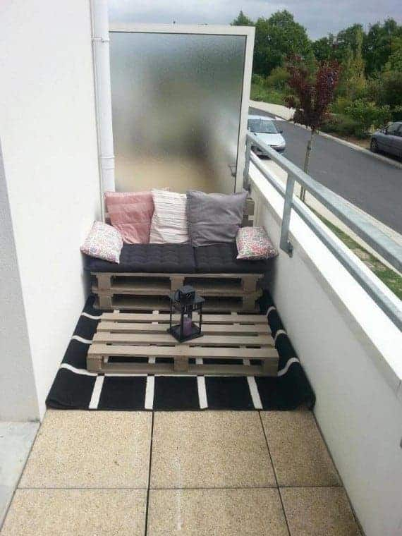 pallet-terrace-and-balcony-cuhioned-sofa