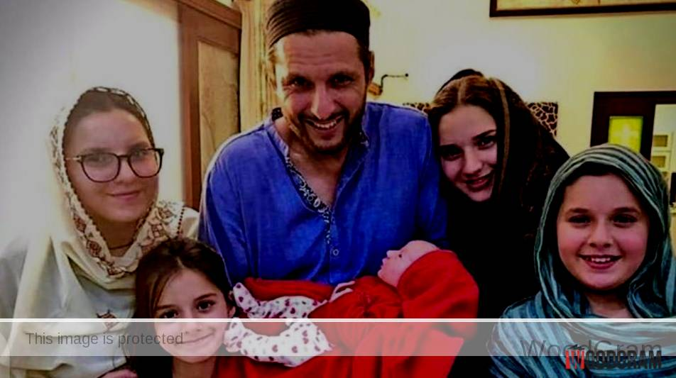 Shahid Afridi With Her Fifth Daughter