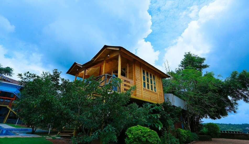 Bodhi-Wooden Treehouse