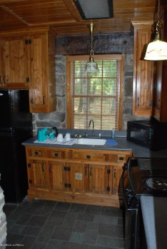 32cabin_kitchen