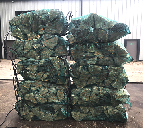 nets of kiln dried premium larch softwood logs