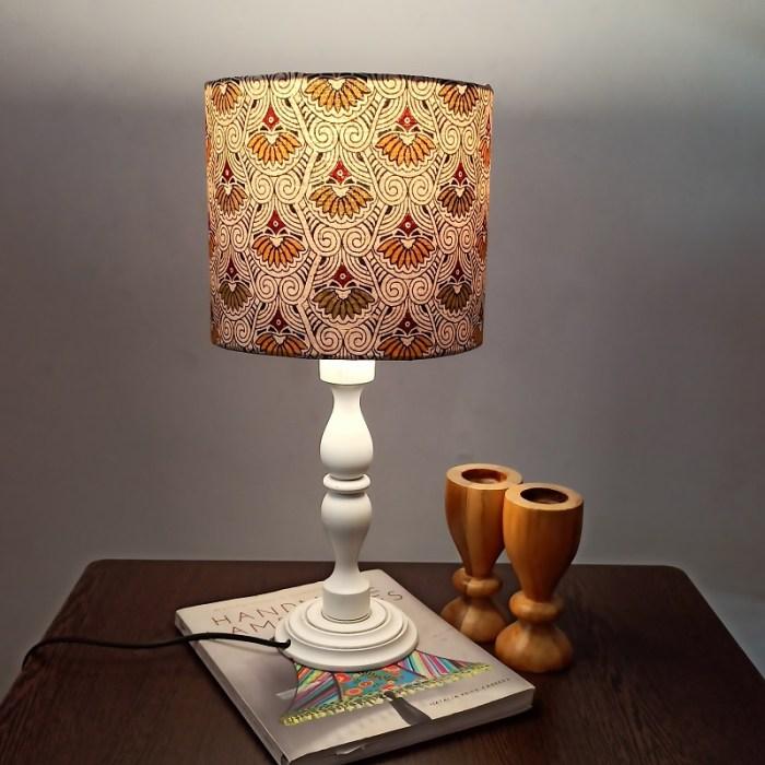 Modern table lamp