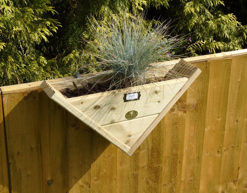 Extra Large Concrete Planters 90° Triangle - Herb / Over The Fence Panel Hook - Reverse