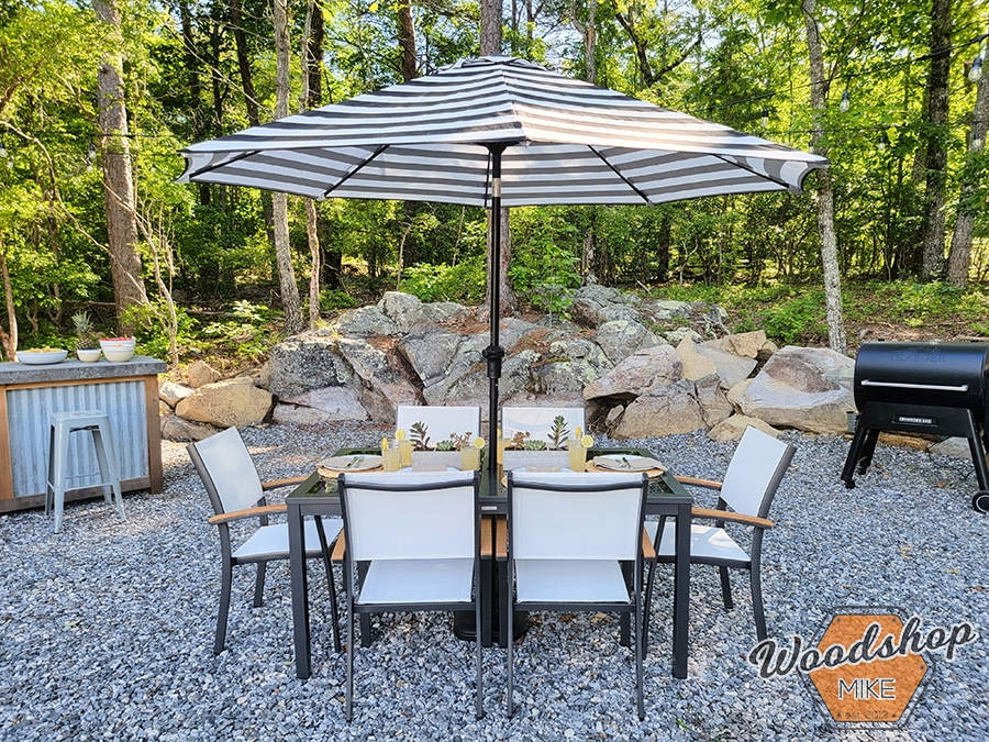 Outdoor dining oasis