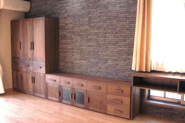 無垢オーダー収納家具、リビングダイニング壁面収納セットご納品の様子です