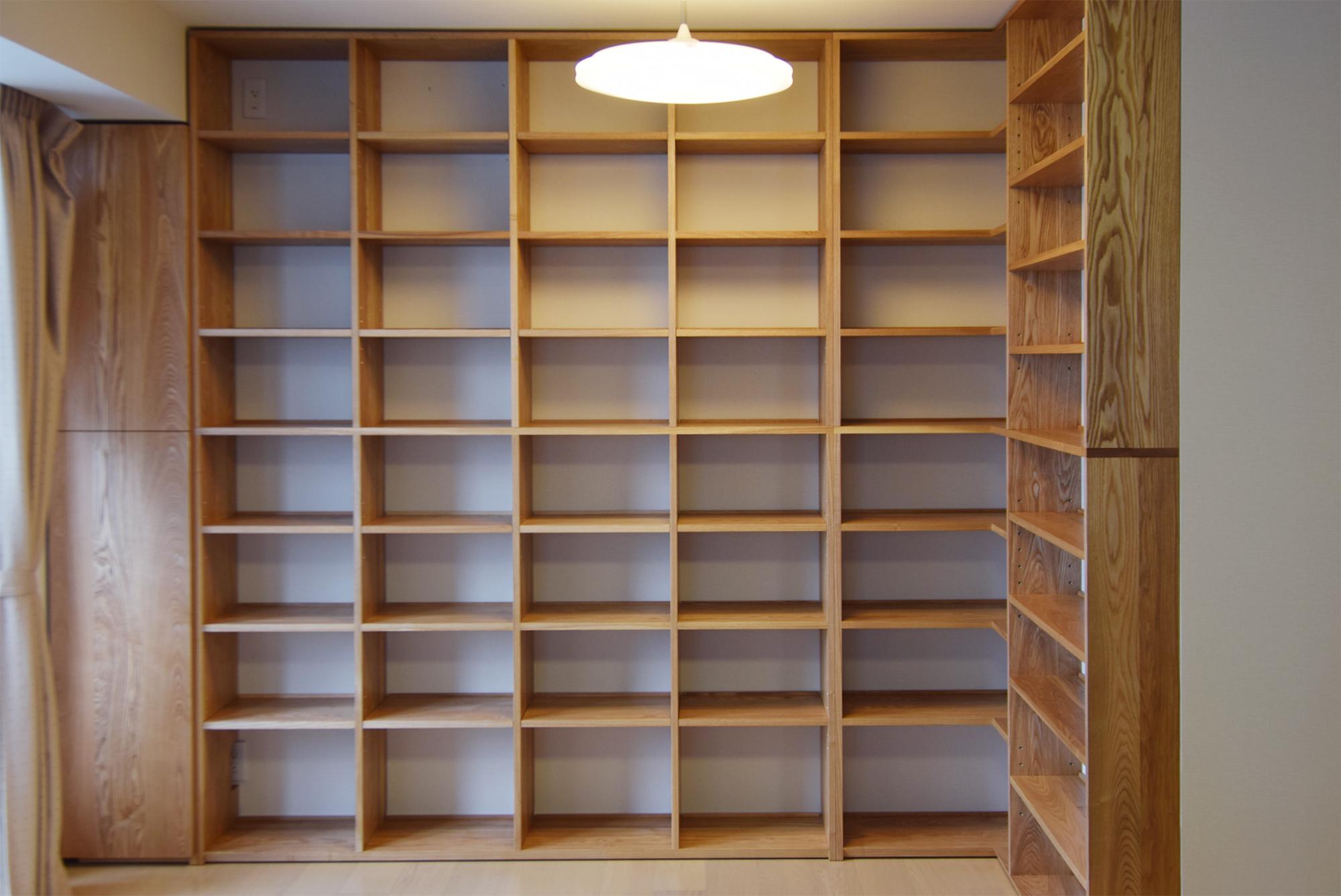 TANA 壁面いっぱいの本棚 タモ材