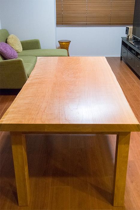 アメリカンチェリー三枚接ぎ天板テーブル