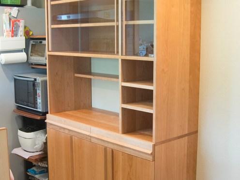 アメリカンチェリー材で製作したTANA食器棚