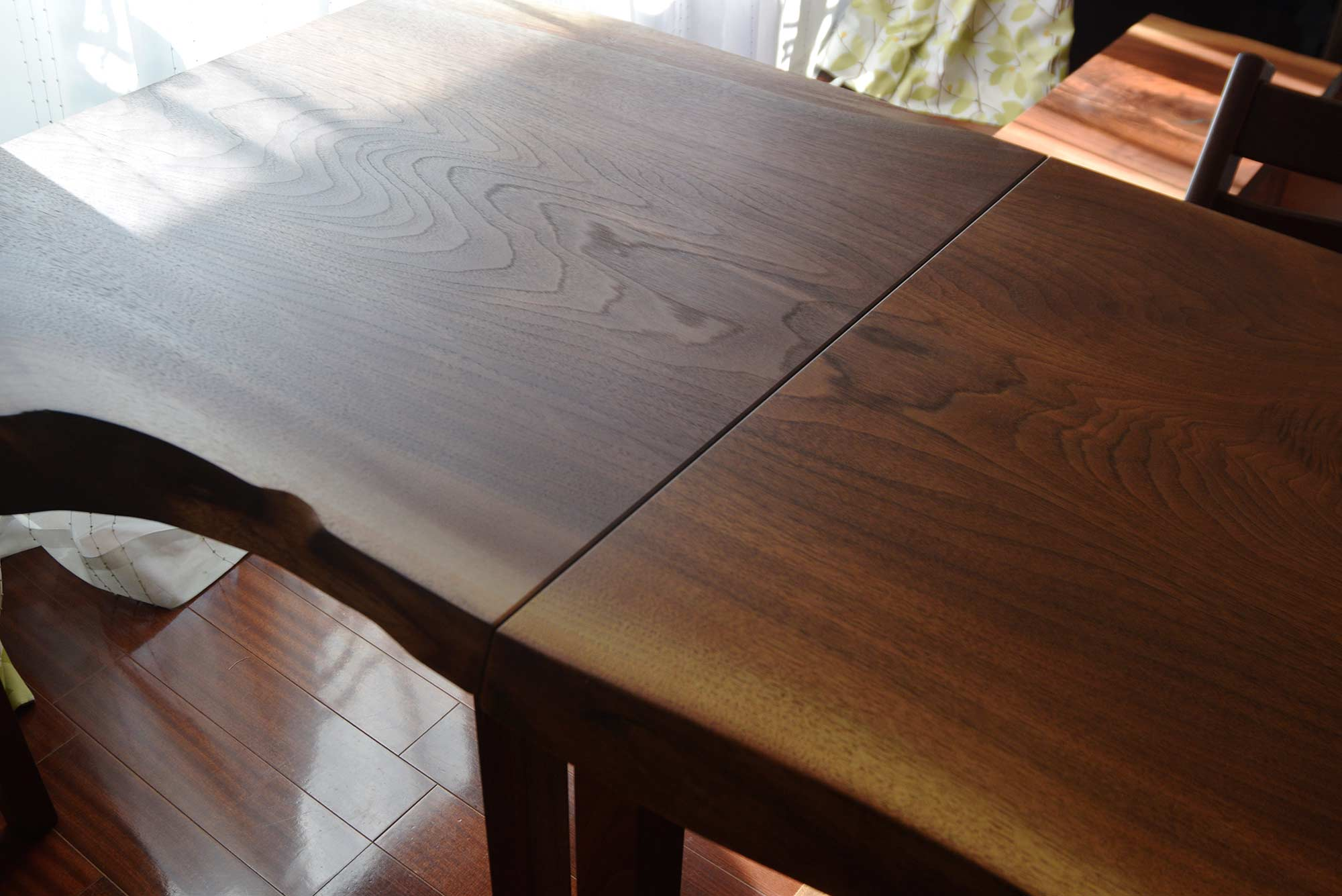 アメリカンブラックウォールナット天板テーブルをご納品した様子です