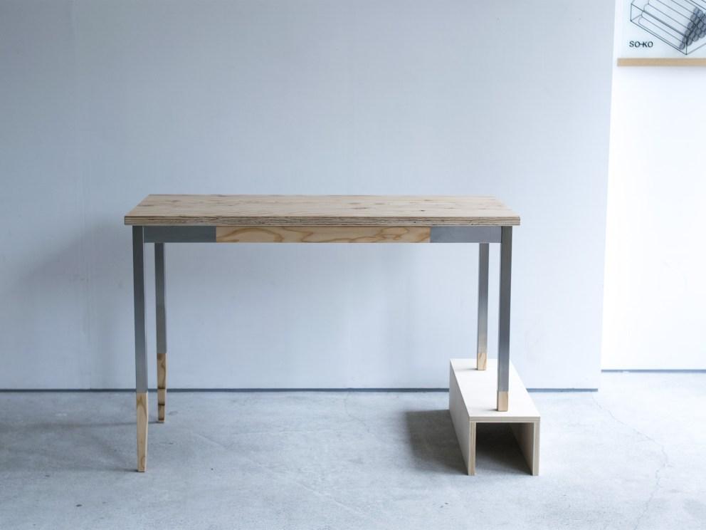 ご納品事例、ラーチ合板をつかった天板とステンレス脚部を合わせた、オルタナティブテーブル