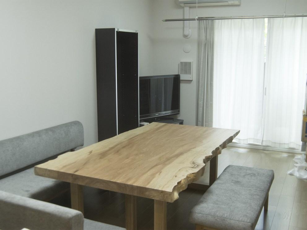 特別なサイズのトチ一枚板天板ダイニングテーブル ご納品の様子