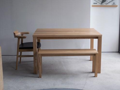 スタンダードテーブルと亜和座チェア、ベンチ