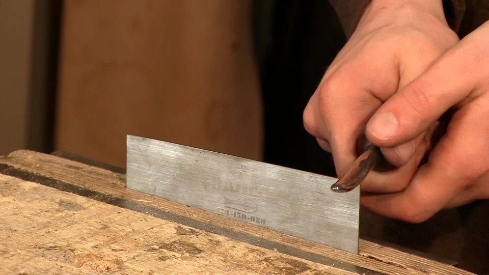 Sharpening Card Scrapers - Woodworking Masterclasses