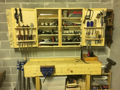 Workbench in fir and a simple tool cabinet