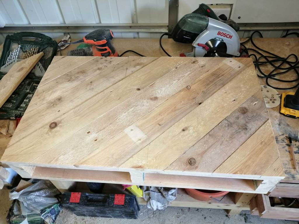 Pallet table top pieces attached