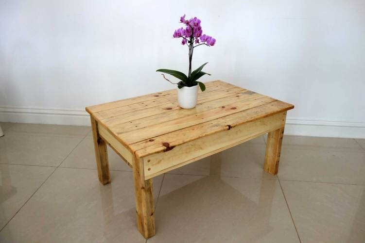 Lift top coffee table with hidden storage