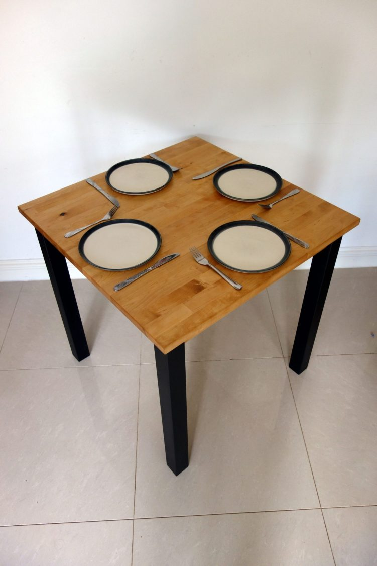 Square table - With plates - Top view