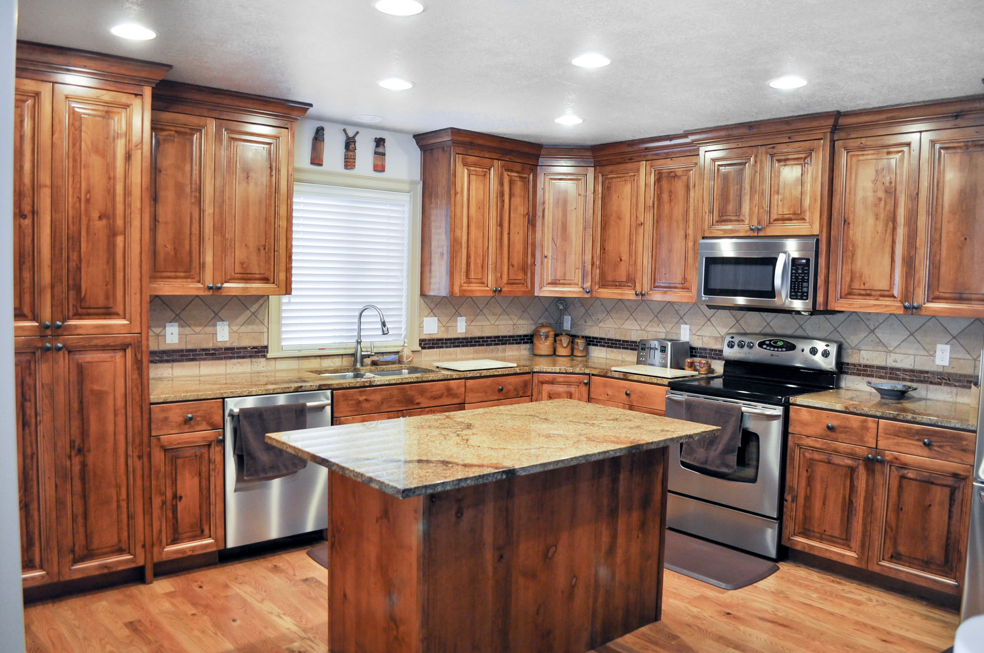 WoodWorks Refurbishing  Cabinet refinishing and giving