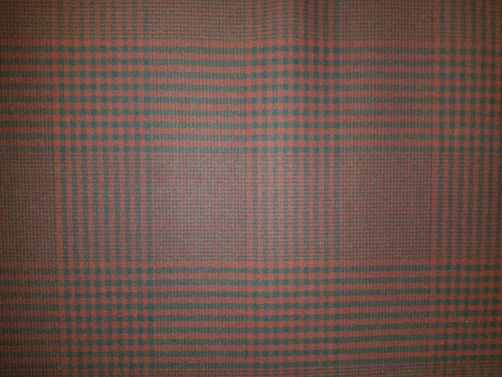 Navt/burgundy plaid worsted fabric