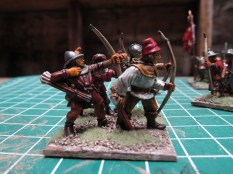 (L) GW 5th Ed Plastic Archer (R) FR 100YW unarmoured archer