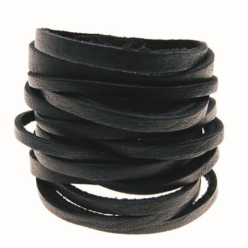 Sort bredt armbånd i kernelæder
