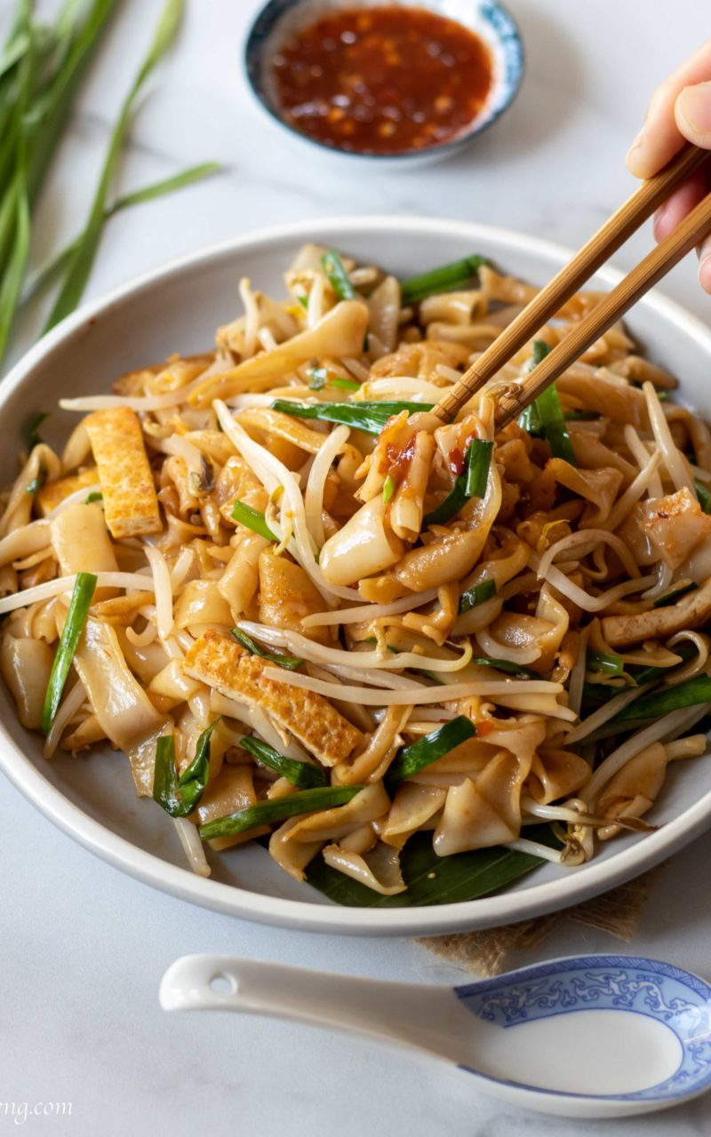 Vegan Char Kuey Teow – Stir-fried Flat Rice Noodles '炒粿条'