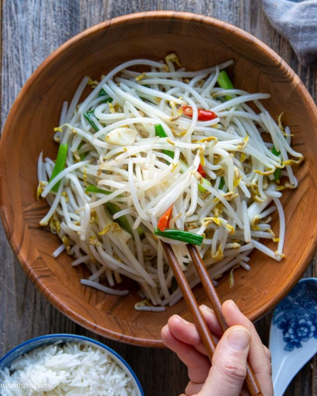 Easy Mung Bean Sprouts Stir Fry - 炒豆芽