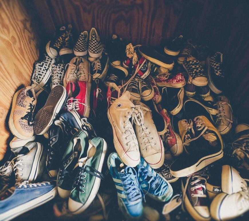 kast vol schoenen