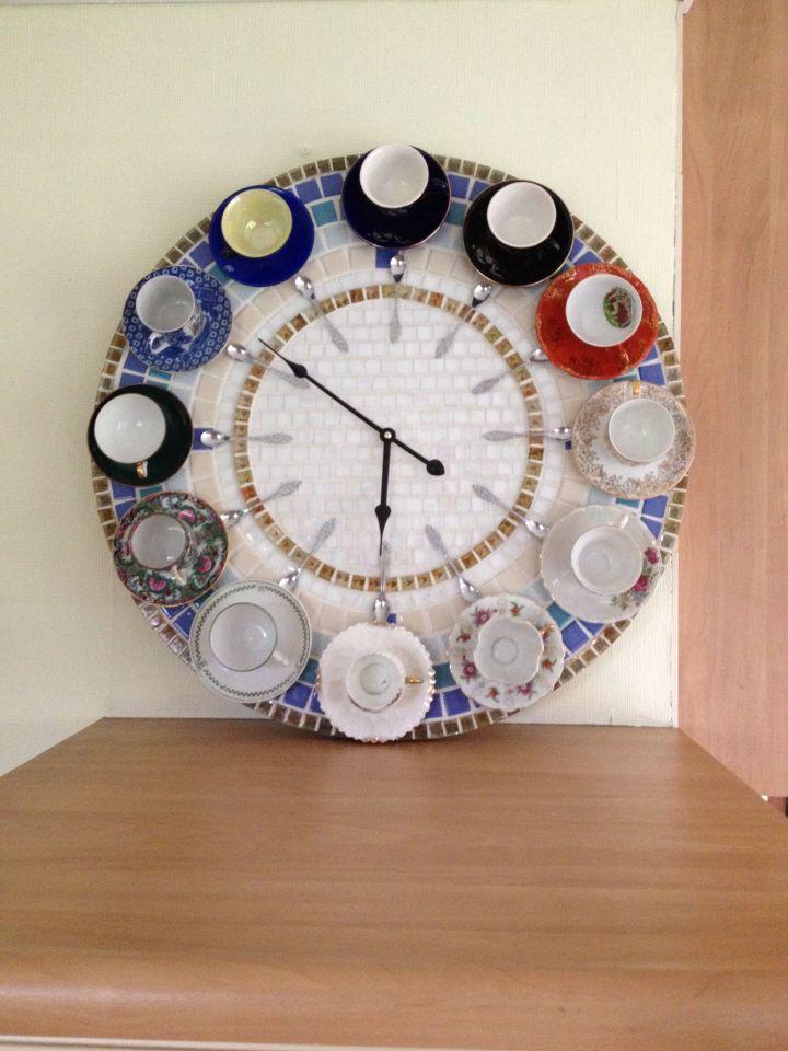 klok van theekopjes maken