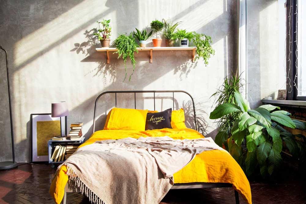 Geel in de slaapkamer wat een vrolijkheid  Woonstijl