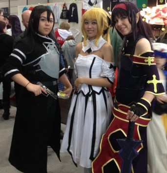 3 Power Frauen, ganz rechts könnte doch ein Charakter aus Avatar sein oder? Azula, Mai?
