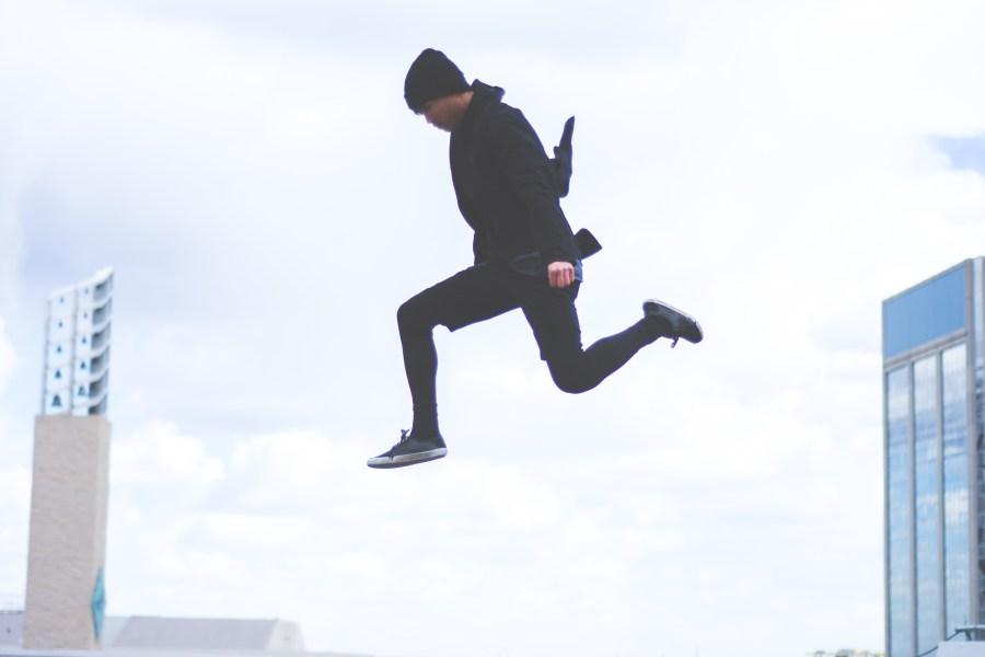 Man jumping between buildings