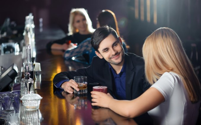 Successful Tips on How to Approach a Girl at a Bar