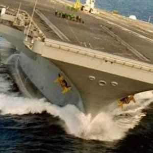 Extreme Rudder Test at an Aircraft carrier