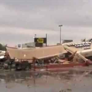Tornado destroying Kokomo Starbucks