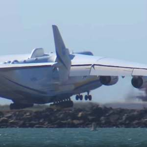 Worlds Largest Airplane Landing in Oakland
