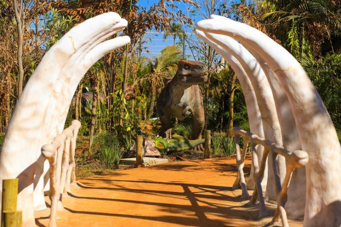 arque contará com 38 dinossauros animatrônicos vindos dos EUA e da China  Elton Rodrigues/Comunic