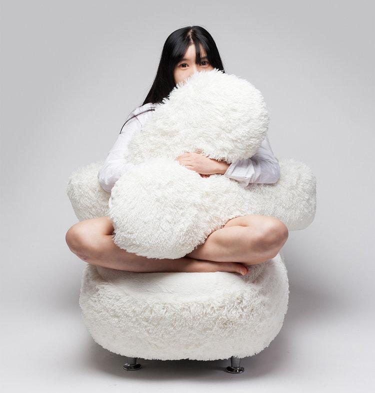 Lee eun kyong's free hug sofa